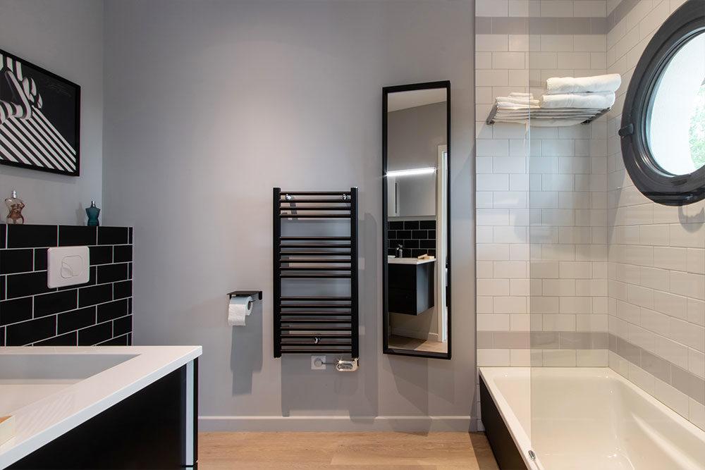 Salle de bain moderne villa