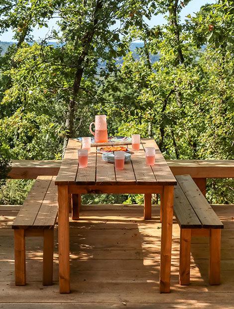 Terrasse en bois avec vue boisée